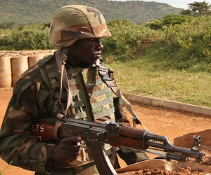 A Marine Corps Sgt. training a soldier in the Uganda People's Defense Force