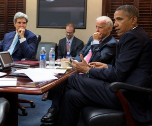 Obama meeting with his national security advisors on Syria