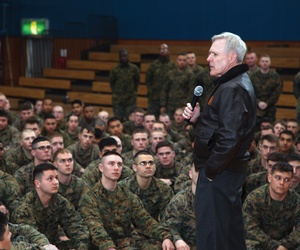 Secretary of the Navy Ray Mabus speaking to Marines at Camp Fuji