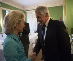 German Defense Minister Von Der Leyen meets U.S. Defense Secretary Chuck Hagel at the Munich Security Conference in Germany, Feb. 01, 2014.