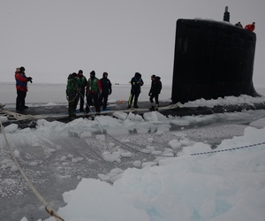 Sailors from the USS New Mexico tying mooring cables during Ice Exercise 2014