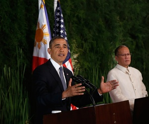 President Barack Obama and Philippine President Benigno Aquino III shake hands at the conclusion of a joint news conference at Malacanang Palace in Manila, Philippines, Monday, April 28, 2014.