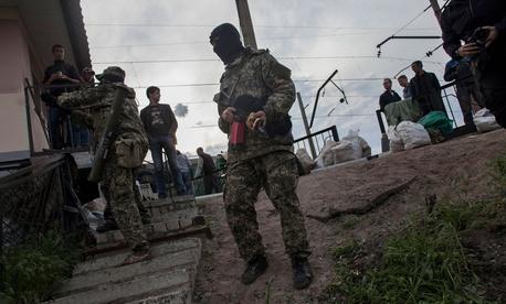 Pro-Ukrainian militiamen stand guard near a barricade in Slovyansk, Ukraine on May 4, 2014.