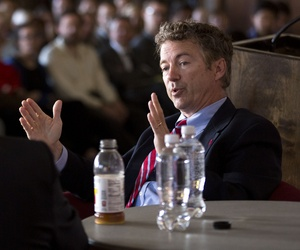Sen. Rand Paul, R-Ky., speaks with David Axelrod during an event at the University of Chicago, on April 22, 2014.