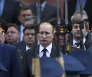 Russian President Vladimir Putin takes part in a wreath laying ceremony at the Tomb of the Unknown Soldier outside Moscow's Kremlin wall, on June 22, 2014.