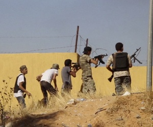 An Islamist Misarata brigade fires at a rival militia towards Tripoli Airport, on July 26, 2014.