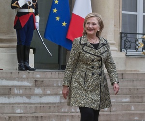 HIllary Clinton leaves the Elysee Palace after a meeting with French President Francois Hollande, on July 8, 2014.