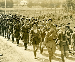 Soldiers from the New Zealand  Division march from Trentham to Europe in 1917.