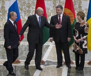 Belarusian President Alexander Lukashenko welcomes Russian President Vladimir Putin, Ukrainian President Petro Poroshenko and EU foreign policy chief Catherine Ashton, on Tuesday.