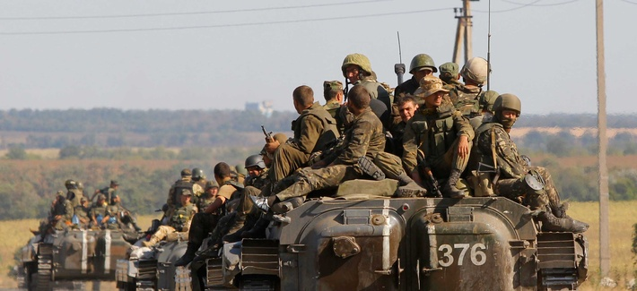 Ukrainian troops evacuate from Starobesheve in eastern Ukraine, on August 30, 2014.