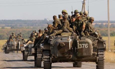 Ukrainian troops evacuate from Starobesheve in eastern Ukraine, on August 30, 2014.