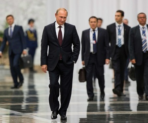 Russian President Vladimir Putin arrives to speak to the media after his meeting with Ukrainian President Petro Poroshenko., on August 27, 2014.
