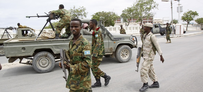 Somali government soldiers patrol during an attack on the country's parliament in Mogadishu on May 24, 2014.