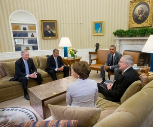 President Barack Obama meets with Senate Minority Leader Mitch McConnell of Ky., House Speaker John Boehner of Ohio, Senate Majority Leader Harry Reid of Nev., and House Minority Leader Nancy Pelosi of Calif., in the White House about ISIL, June 18, 2014.