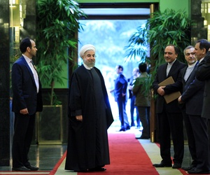 Iranian President Hassan Rouhani waits for Iraq's Prime Minister Haider al-Abadi during a welcoming ceremony at Tehran's Saadabad Palace, on October 21, 2014.