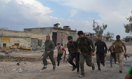 Free Syrian Army fighters run towards the front lines in the town of Sheikh Najjar, in Aleppo, Syria, on June 10, 2014.