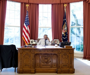 President Barack Obama talks on the phone with President Beji Caid Essebsi of Tunisia during a foreign leader call in the Oval Office, Jan. 5, 2015.