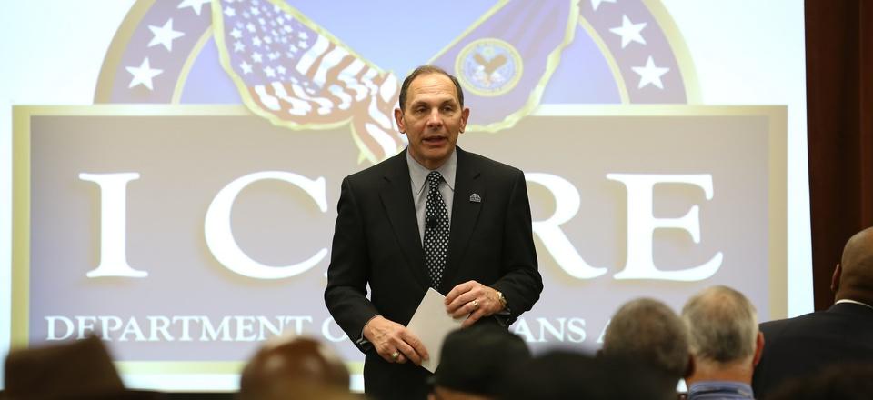 VA Secretary Bob McDonald speaks to employees at a VA facility in Louisiana.