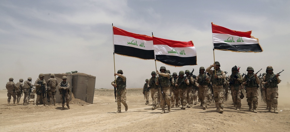 U.S. soldiers, left, participate in a training mission with Iraqi army soldiers outside Baghdad, Iraq, Wednesday, May 27, 2015.