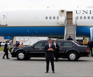 Secret service agents protect President Barack Obama as he walks up the steps to Air Force One before departing Westchester County Airport in Harrison, N.Y., Wednesday, May 20, 2015.