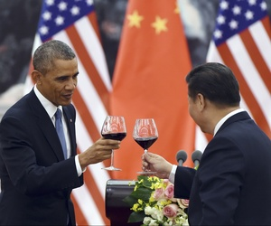 U.S. President Barack Obama, left, toasts with Chinese President Xi Jinping, at a lunch banquet in the Great Hall of the People in Beijing, Nov. 12, 2014.