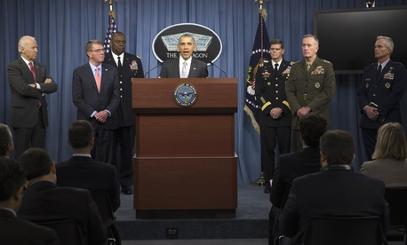 President Barack Obama, accompanied by Defense Secretary Ash Carter and Commander of U.S. Central Command Gen. Lloyd Austin, speaks at the Pentagon, Monday, Dec. 14, 2015.