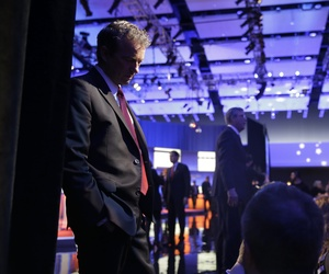 Rand Paul talks to his supporters during a commercial break at a Republican presidential primary debate, Thursday, Jan. 28, 2016, in Des Moines, Iowa.