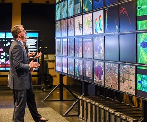 Secretary of Defense  Ash Carter toured Texas Advanced Computing Center and Visualization Lab last week.