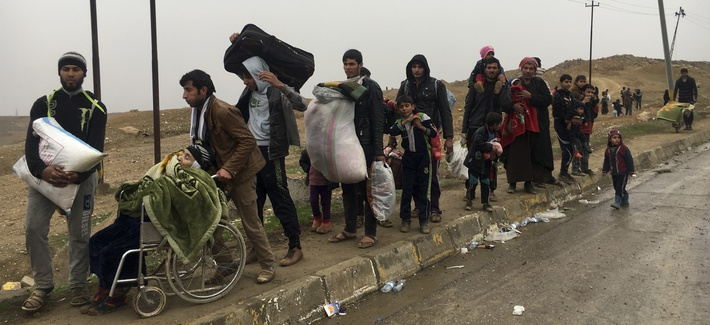ivilians flee their homes due to fighting between Iraqi security forces and Islamic State militants, on the western side of Mosul, Iraq.
