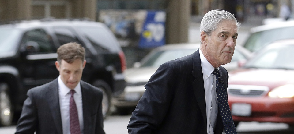 In this 2016 photo, former FBI Director Robert Mueller arrives at a San Francisco courthouse. Mueller was overseeing settlement talks with Volkswagen, the U.S. government and private lawyers for the automaker.