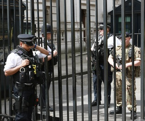 Armed police and paratroopers continue to police London's major landmarks and streets despite the reduction of the threat level from critical (it's highest level) to severe, May 28, 2017.