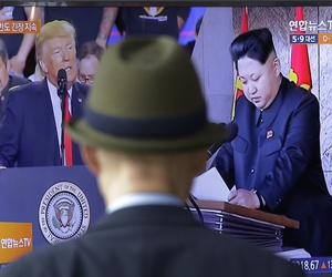A TV screen shows images of the U.S. President Donald Trump, left, and North Korean leader Kim Jong Un during a news program at the Seoul Railway Station in Seoul, South Korea, May 2, 2017.
