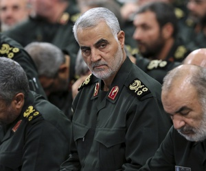 Revolutionary Guard Gen. Qassem Soleimani, center, attends a meeting with Supreme Leader Ayatollah Ali Khamenei, Sep, 16, 2016.