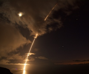 In a test, SM-6 missiles fired from the guided-missile destroyer USS John Paul Jones (DDG 53) hit a target medium-range ballistic missile off Hawaii, Au. 29, 2017.