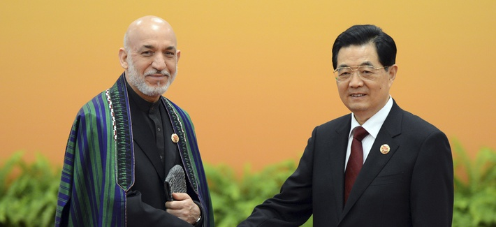 Afghan President Hamid Karzai meeting Chinese President Hu Jintao