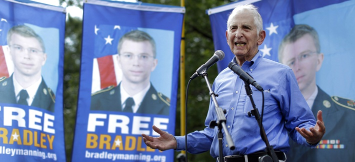 Pentagon Papers leaker Daniel Ellsberg speaks at a rally for Bradley Manning