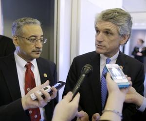 Reps. Bobby Scott, D-Va. and Scott Rigell R-Va. speak to reporters in Newport News, Va.