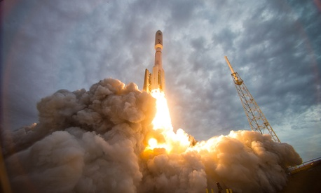 An Atlas V rocket launches the Navy's Mobile User Objective System 2 satellite