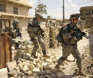 Army soldiers on patrol in Baqubah, Iraq