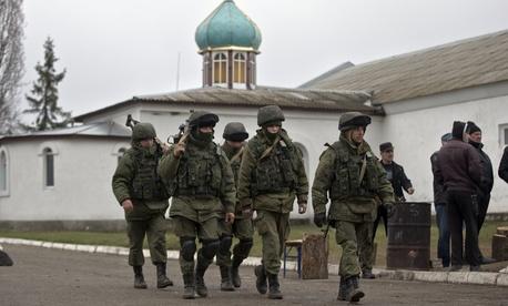 Pro-Russian troops marching in Crimea