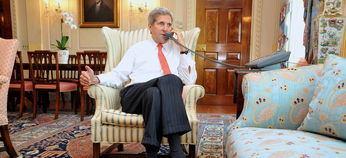 Secretary of State John Kerry speaking with U.K foreign secretary William Hague on April 25, 2014