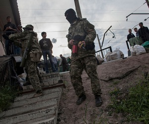 Pro-Ukrainian militiamen stand guard near a barricade in Slovyansk, Ukraine on May 4, 2014.