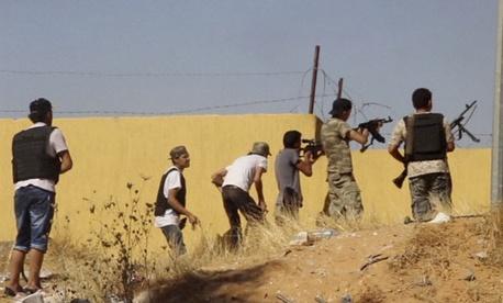 An Islamist Misarata brigade fires at a rival militia towards Tripoli Airport, on July 26, 2014.
