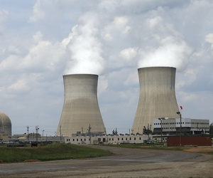 The cooling towers and nuclear reactor containment buildings, left, at Plant Vogtle Nuclear Power Plant are shown at the Plant Vogtle in Waynesboro, Ga.