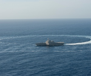 The littoral combat ship USS Independence (LCS 2) shows its maneuverability while underway in the Pacific Ocean, April 23, 2014.