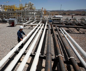 An employee works at the Tawke oil fields in the semiautonomous Kurdish region in northern Iraq, May 31, 2009.