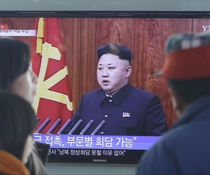 People watch a news program showing North Korean leader Kim Jong-Un delivering a speech, in Seoul, South Korea, on January 1, 2015.