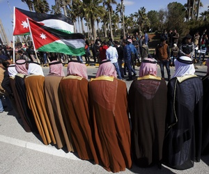Jordanians gather to show their support for the government against terrorism as they await the arrival of King Abdullah II, on February 4, 2015.
