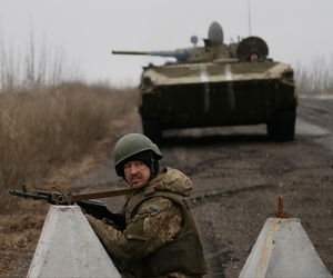 Ukrainian troops guard a roadblock between the towns of Vuhlehirsk and Debaltseve, Ukraine on Friday, Feb. 6, 2015.