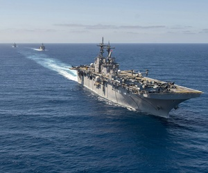 The Wasp-class amphibious assault ship USS Essex (LHD 2), front, the Whidbey Island-class amphibious dock landing ship USS Rushmore (LSD 47) and the San Antonio-class amphibious transport dock ship USS Anchorage conduct a simulated strait transit.